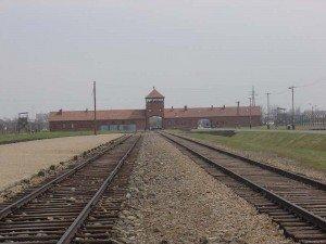 120405 Camp de Birkenau Porte